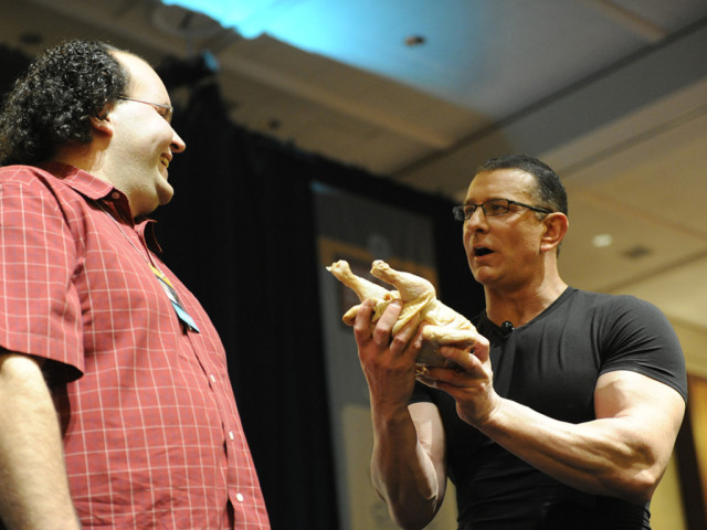https://cdn.selakentertainment.com/wp-content/uploads/20160508115824/Chef-Robert-Irvine-4-640x480.jpg