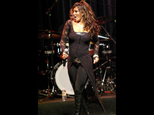 https://cdn.selakentertainment.com/wp-content/uploads/20161221152122/Shania-Twin-5-640x480.jpg