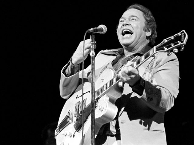 https://cdn.selakentertainment.com/wp-content/uploads/20170303110302/Roy-Clark-3-640x480.jpg
