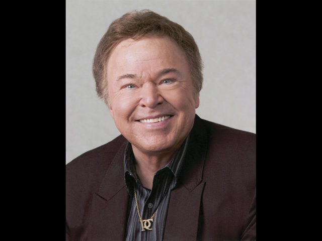 https://cdn.selakentertainment.com/wp-content/uploads/20170303112351/Roy-Clark-1-640x480.jpg