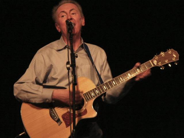 https://cdn.selakentertainment.com/wp-content/uploads/20170428052334/Al-Stewart-4-640x480.jpg