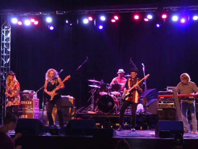 https://cdn.selakentertainment.com/wp-content/uploads/20170428062225/Laurie-Morvan-Band-1-640x480.jpg
